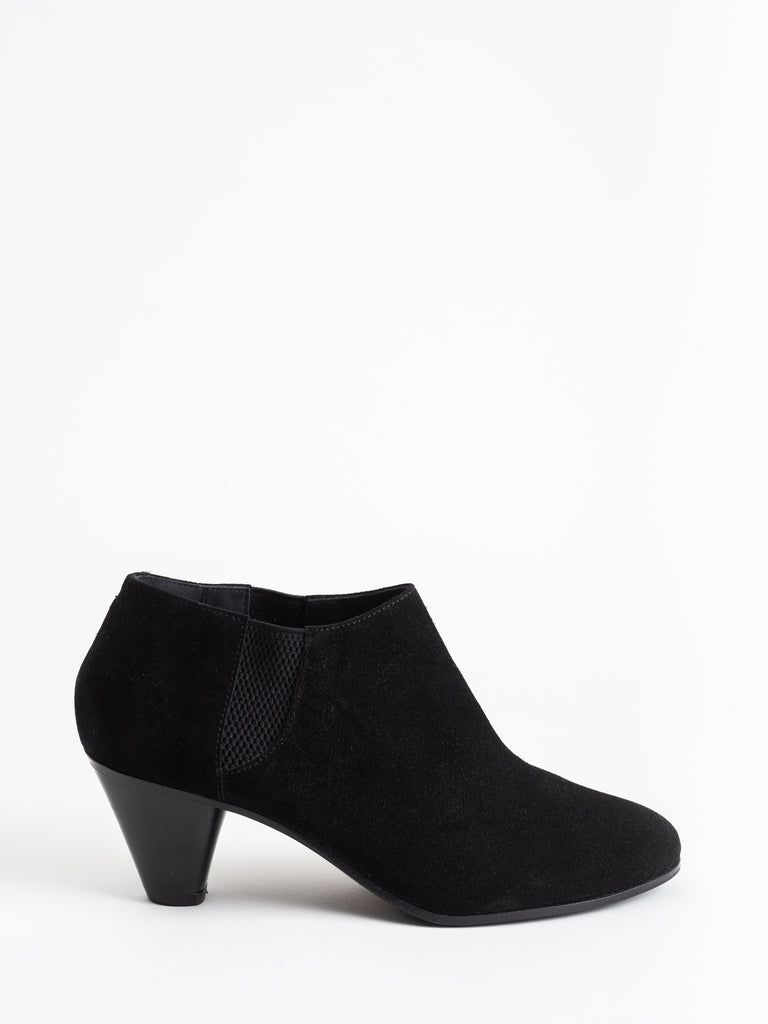cassandra boot - black