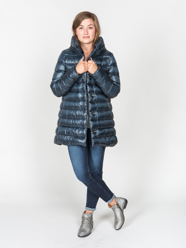 herno high/low puffer jacket in navy