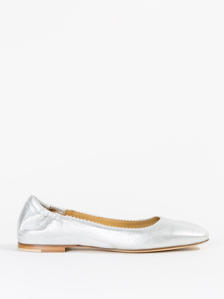 Pomme D'Or Metallic Flat in Silver