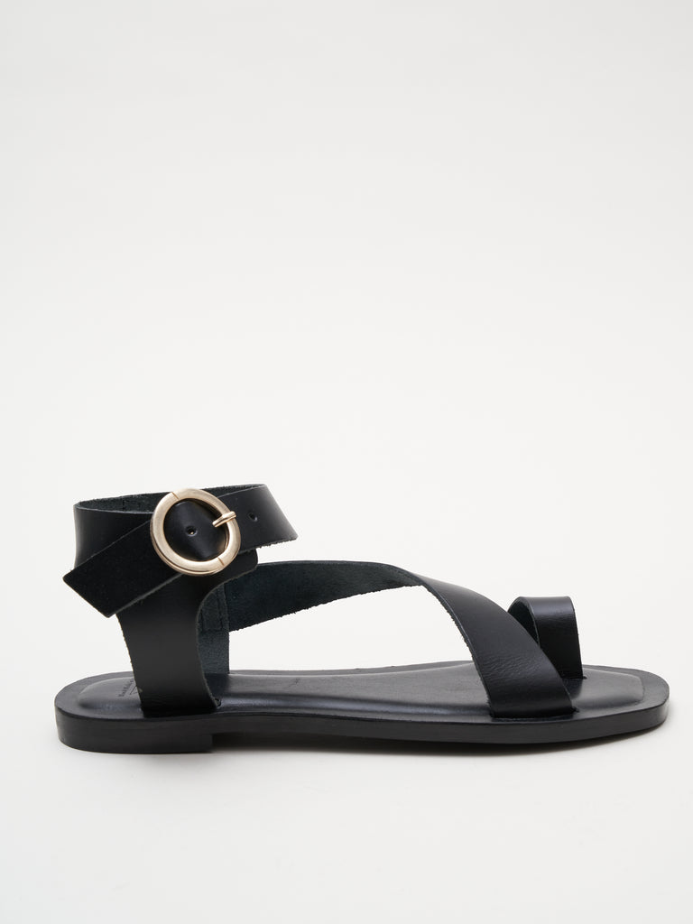 toe ring sandal - black