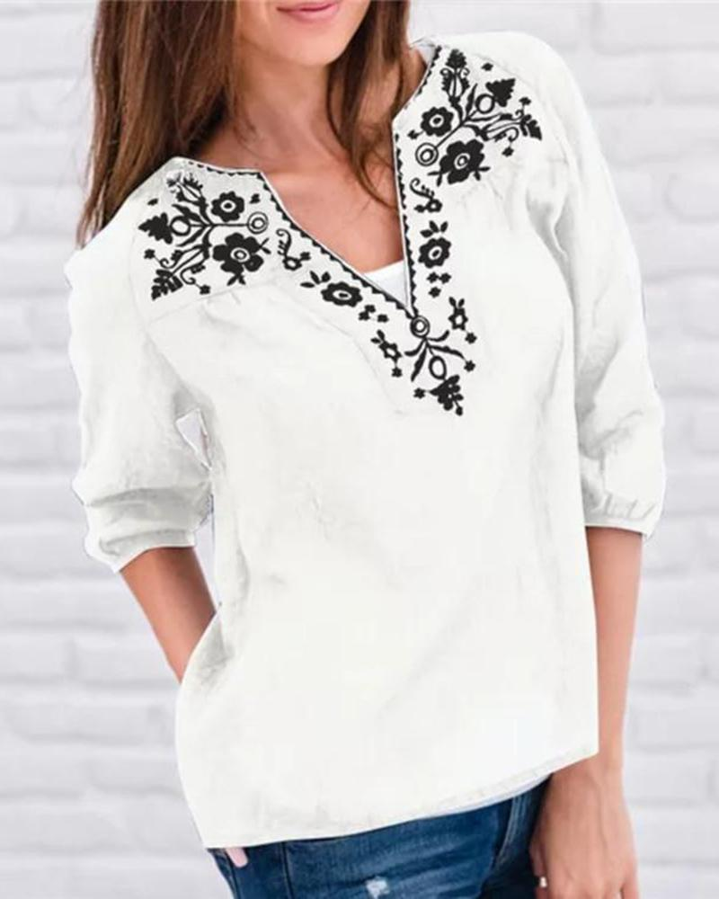 Half open V-neck printed cropped sleeve top