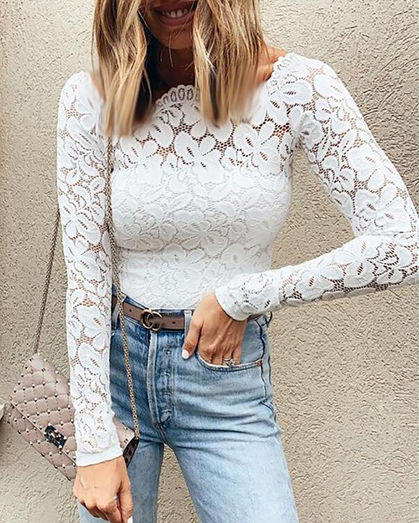 Wave Trim Neck Floral Lace Top