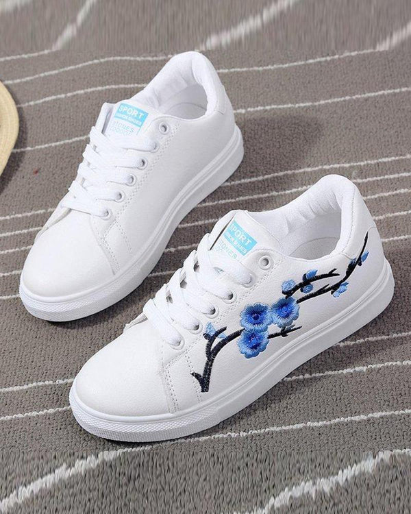 Pretty Embroidery Lace-Up Sneaker