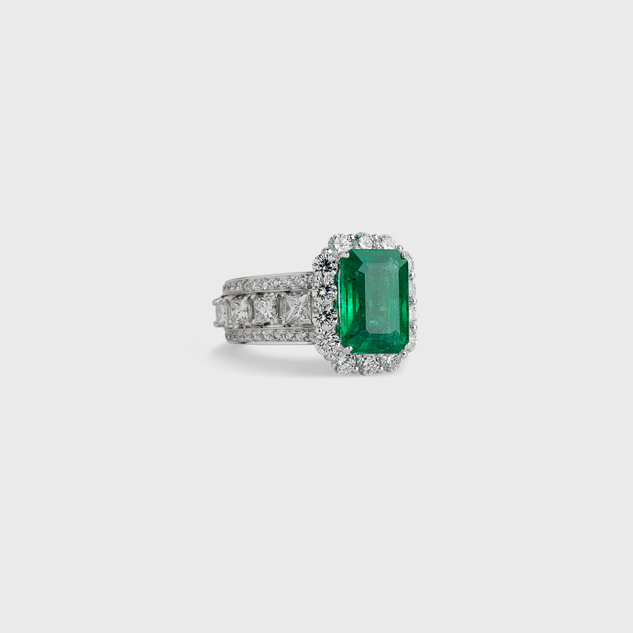 Menaha Emerald Ring