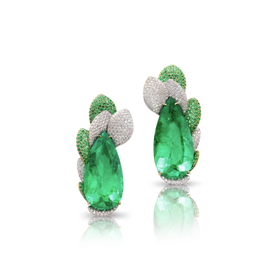 White and yellow gold earrings with emerald, emeralds pavé and diamonds