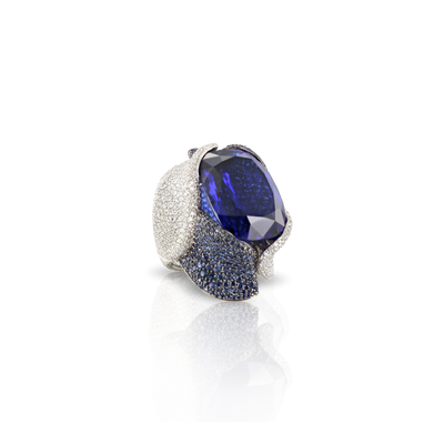 White gold ring with tanzanite, blue sapphires pavé and diamonds