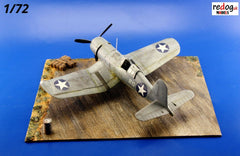 Redog 1/72 WWII USAF Display Airfield Base plus accessories - D30