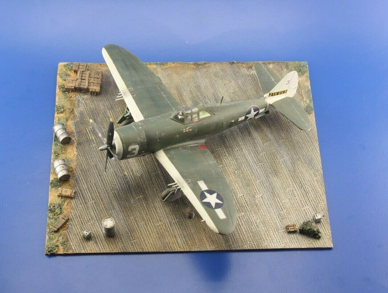 Redog 1/72 WWII USAF Display Airfield Base plus accessories - D30 - redoguk