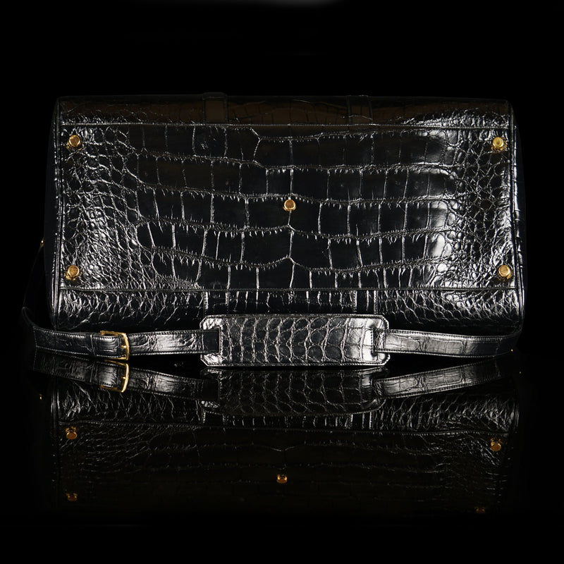 Tom Ford-Duffle-BK LARGE ALLIGATOR-Upper: Alligator Hardware: Brass Measures: 60 x 29 x 30 cm Lightweight Version of the Iconic Style New Detachable Shoulder Strap Buckles Inner Zip Pocket Made in Italy Crafted of Luxurious Alligator Tom Ford brings you Large Buckley Duffle Bag. Featuring Oversized zip and dual handles with inner zip pocket. It is a piece of luxury in classy Black with an iconic style. Made in Italy.-fabriqe.com
