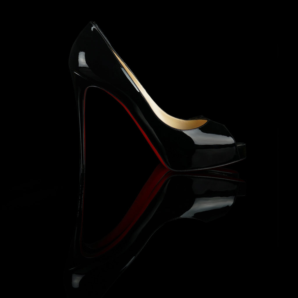 Christian Louboutin-Heels 120-Reference : 1150600BK01 Color : Black Material : Patent Calfskin Heel height : 120mm Collection : SS15 An iconic model, the New Very Privé pump, is seductive thanks to its vertiginous line. Made of black patent leather, it towers elegantly on a concealed platform and 120mm stiletto. Open at the front and décolleté, it traces a graceful arch revealing signature detail at every step.-fabriqe.com