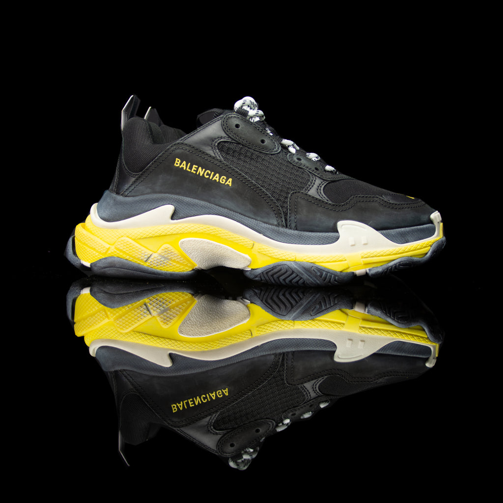 Balenciaga-Triple S-Pre Order Duration (3-5 Working Days) Product Code:534162 w09OG 1087 Colour: Black Yellow Limited Stock Material: Nubuck, Mesh, Rubber Sole Balenciaga Triple S Sneakers colour range is the new 2018 release for sneaker freaks. Crafted in Nubuck and mesh in Black and Yellow colour brings jollity to the funky attire. In addition, the bouncy rubber sole promises endmost comfort.-fabriqe.com