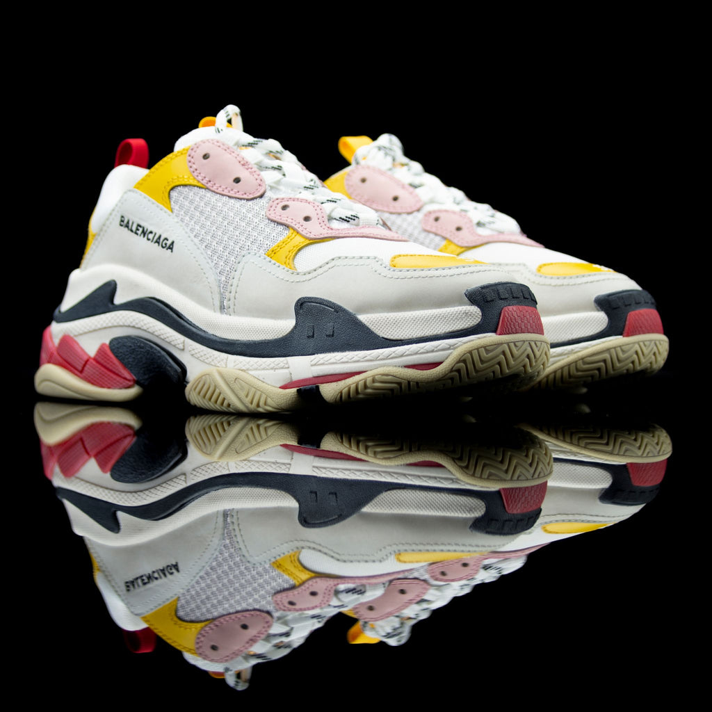 Balenciaga-Triple S-Pre Order Duration (3-5 Working Days) White/Grey/Pink/Yellow/Red 2018 Release Material: Leather, Mesh Women's Balenciaga Triple S Sneakers colour range is the new 2018 release for sneaker freaks. Crafted in leather and mesh in White, Grey, Yellow and Red colour brings jollity to the funky attire. In addition, the bouncy rubber sole promises endmost comfort.-fabriqe.com