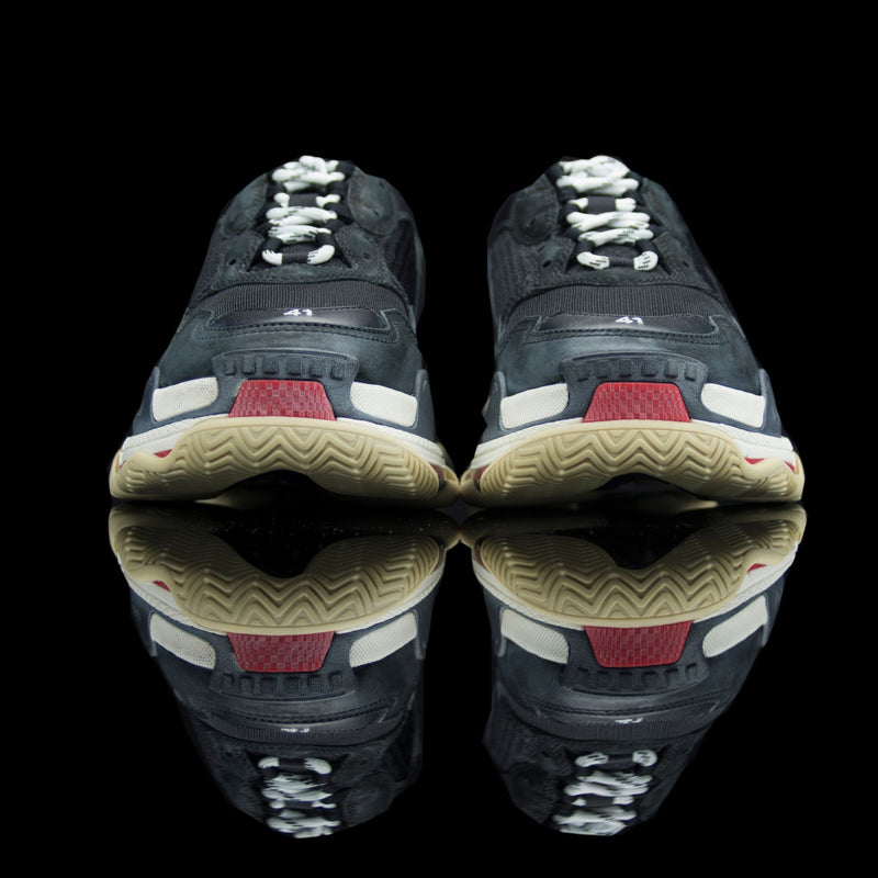 "Balenciaga-Triple S-Pre Order Duration (3-5 Working Days) Product Code: 512175 W0901 1259 Colour: Black Red – ""Bred"" Limited Stock Material: Nubuck, Mesh, Rubber Sole-fabriqe.com"