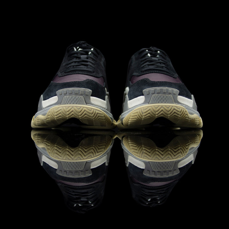 Balenciaga-Triple S-Pre Order Duration (3-5 Working Days) Black/Brown 2018 Release Material: Leather, Suede, Nylon Mens Balenciaga Triple S Panelled Sneakers Black and Brown is the new 2018 launch for the sneaker freaks. Crafted in leather, suede and nylon fabrics will bring jollity to your attire. In addition, the bouncy rubber sole promises endmost comfort.-fabriqe.com