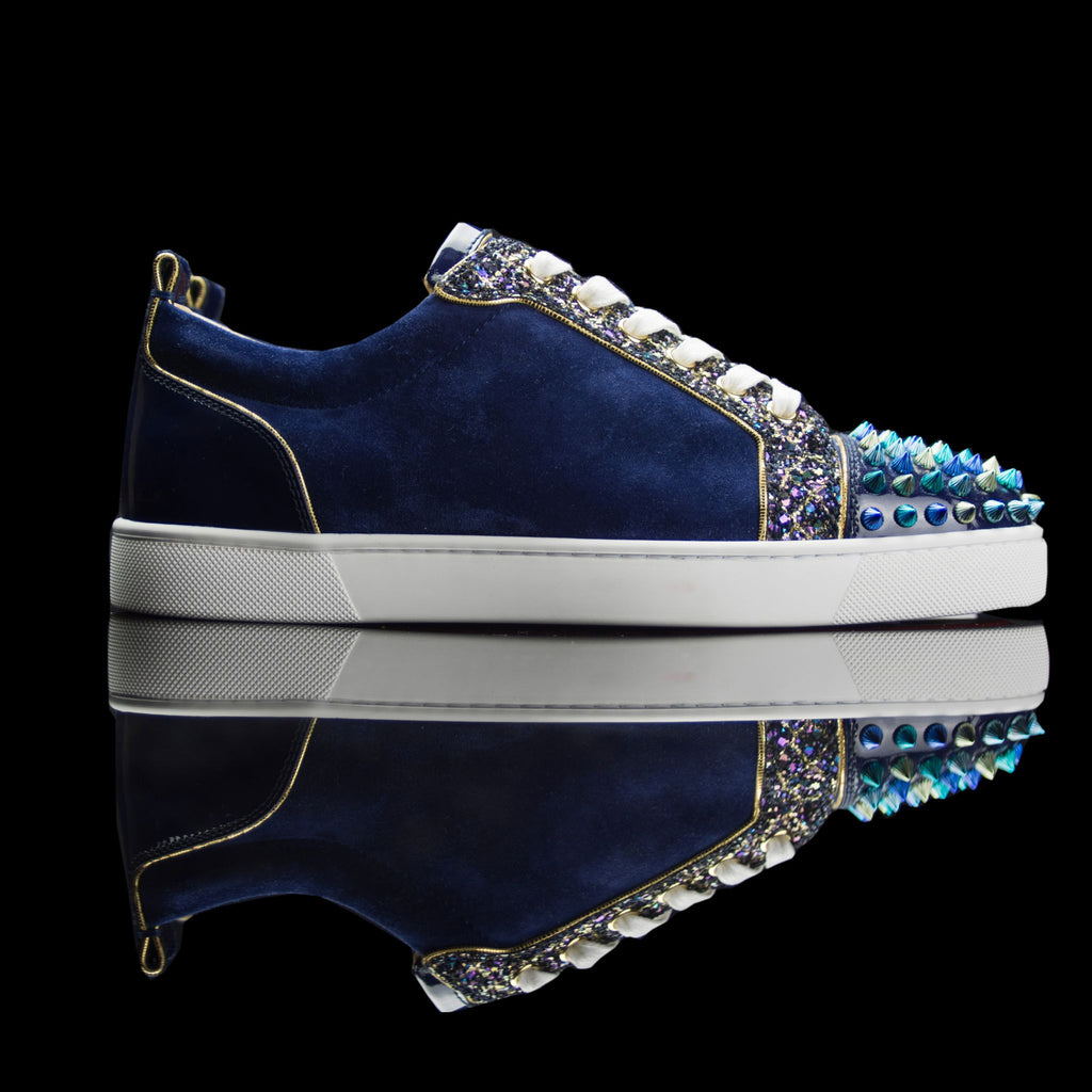 Christian Louboutin-Louis Junior Low Spikes-Pre Order Duration (3-5 Working Days) Product Code: 3170053 Colour: Atlantic-Navy Blue, Gold 2018 Release Limited Stock Material: Suede Velours, Metal Spikes, Patent Toe Box, Patent Back Christian Louboutin Louis Junior Orlato Flat Spikes Suede Velours/GG Atlantic-Navy Blue, Gold, Patent Toe Box, Patent Back.-fabriqe.com