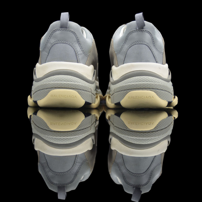 Balenciaga-Triple S-Product Code: 512175 w09o1 1259 Colour: Grey Limited Stock Material: Nubuck, Mesh American large sneakers inspiration Complex multicolor Rubber sole The Triple S Sneakers drop brings in the multicolor range of kicks in complex designs. Inspired by the large American sneakers, this Grey Nubuck Mesh is chunky, comfortable and are Game for casual attires!-fabriqe.com