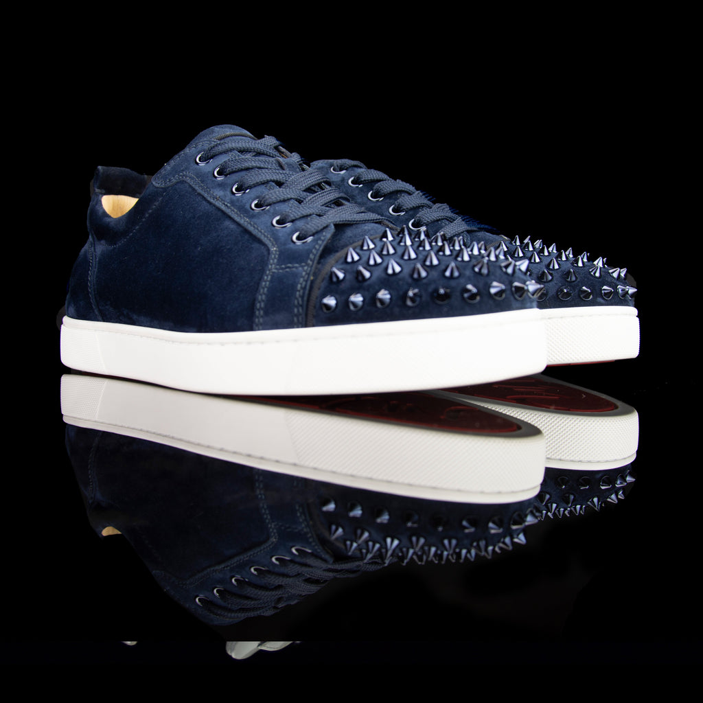 Christian Louboutin-Louis Junior Low Spikes-Pre Order Duration (3-5 Working Days) Colour: Marine 2019 Release Limited Stock Material: Suede Velours, Metal Spikes The 2019 release Christian Louboutin Louis Junior Flat Spikes composed of Suede Velour comes in Marine. It also features metal spikes in matching colour on the toe box. Step up your wardrobe with these trendy sneakers staged on the signature red rubber sole.-fabriqe.com