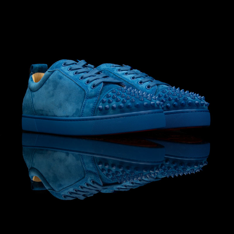 Christian Louboutin-Louis Junior Low Spikes-Pre Order Duration (3-5 Working Days) Product Code: 1180051 Colour: Blue 2018 Release Limited stock Material: Suede Velours, Metal Spikes The 2018 release Christian Louboutin Louis Junior Flat Spikes composed of Suede Velour comes in Blue. It also features metal spikes in matching colour on the toe box. Step up your wardrobe with these trendy sneakers staged on the signature red rubber sole. Pre-order exclusive.-fabriqe.com