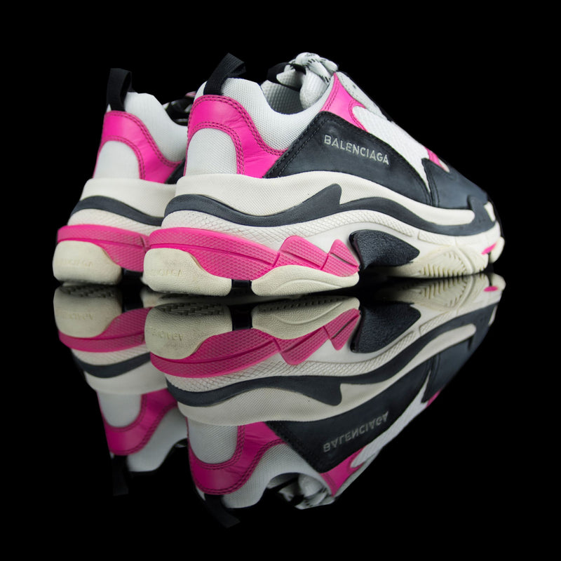 Balenciaga-Triple S-Pre Order Duration (3-5 Working Days) Product Code: 517334 W09O6 5671 Colour: Rose Fluo/Noir Blanc - White Black Pink 2018 Release Material: Leather, Mesh Womens Balenciaga Triple S Sneakers Pink and White is the new launch for sneaker freaks. Crafted in leather mesh and platformed on bouncy sole to promise you comfort alongwith a style statement. It is a must addition to the wardrobe if casual is your thing!-fabriqe.com