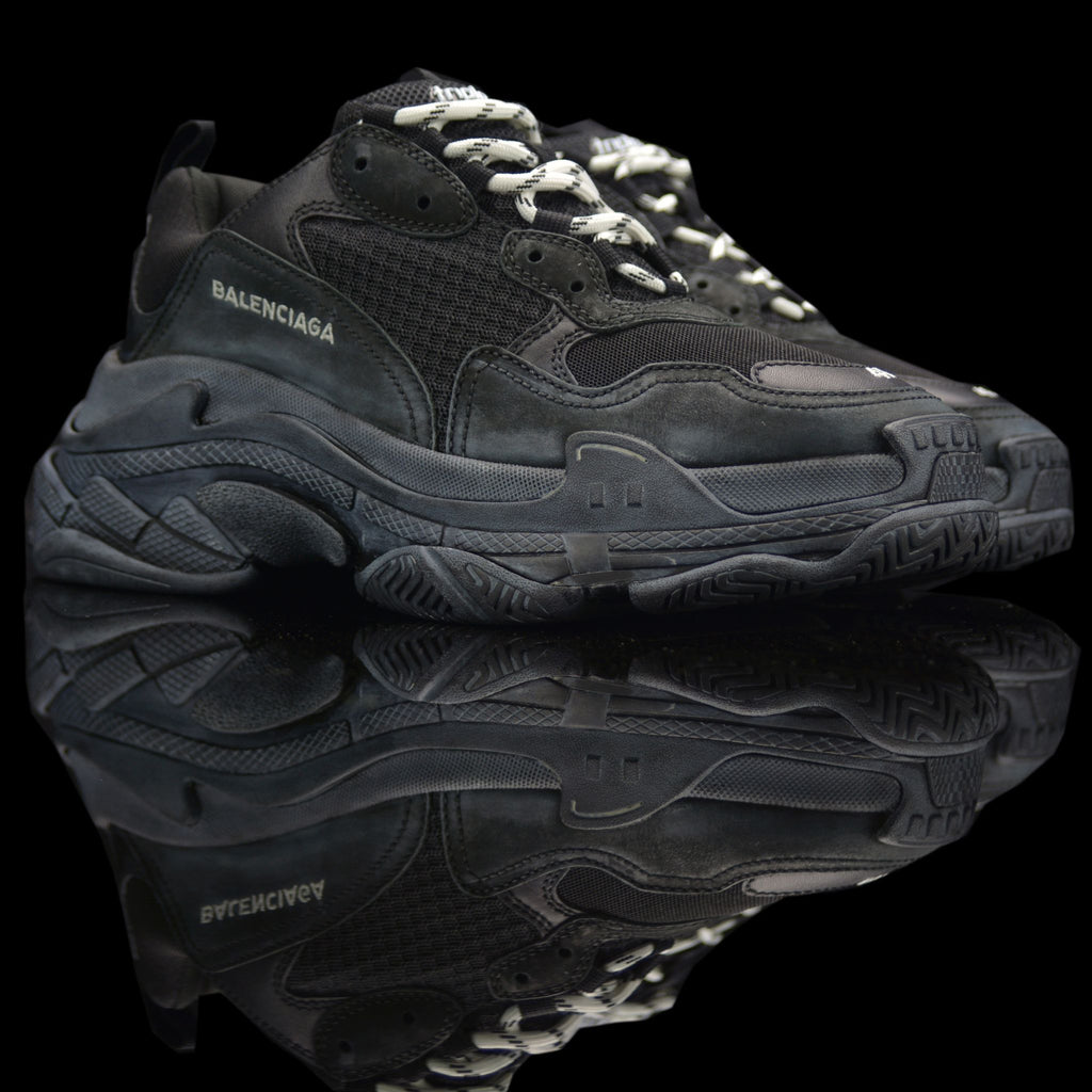 Balenciaga-Triple S-Pre Order Duration (3-5 Working Days) Product Code: 512176 W09O1 1000 Black White (white chalk stains) 2018 Release Material: Leather, Nubuck, Mesh-fabriqe.com