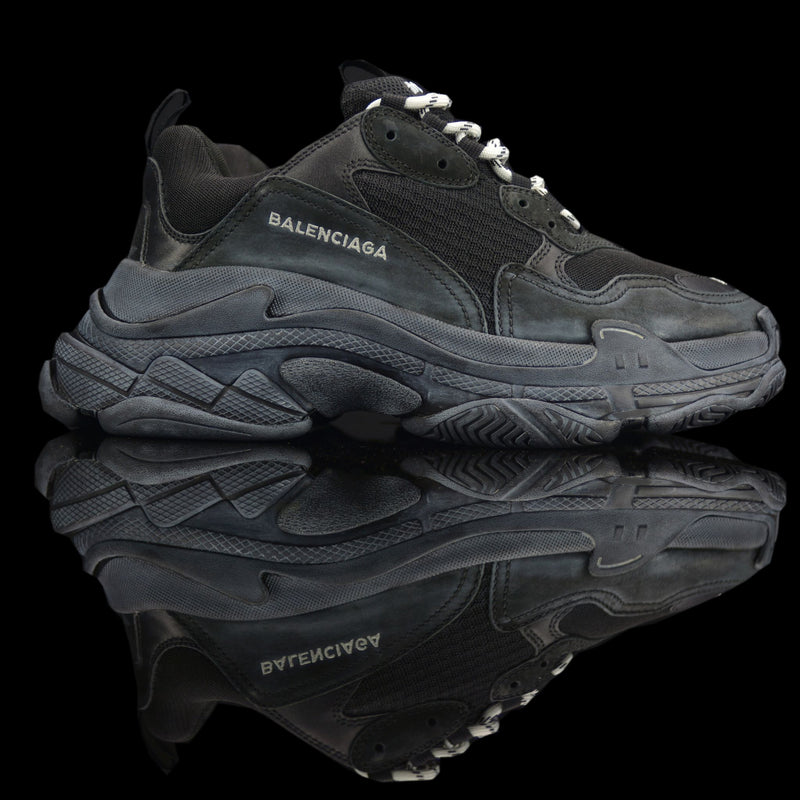 Balenciaga-Triple S-Product Code: 512176 W09O1 1000 Colour: Noir – Black Limited Stock Material: Nubuck, Mesh, Rubber Sole-fabriqe.com