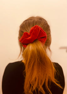 MAKE YOUR OWN SCRUNCHIE!