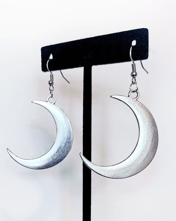 silver crescent moon earrings by sudosci