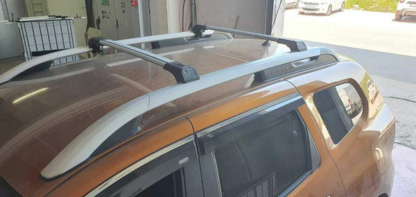 Roof rack with roof rail