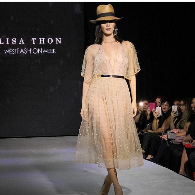 "Final del Desfile de Lisa Thon ""Trayectoria"" en el West Fashion Week 2017 en Rincón of the Seas  - Nota de Traffic-Chic"
