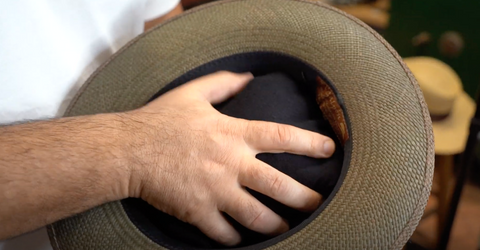 Packing a Panama Hat