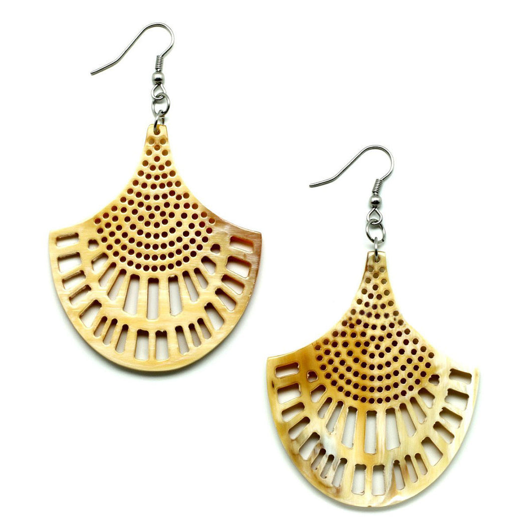 Lightweight Light Color Polished Horn Chandelier Style Earrings | Pantallas de Cuerno
