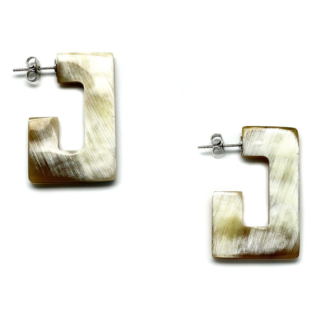 Lightweight Polished Horn Rectangle Post Earrings | Pantallas de Poste Rectangulares de Cuerno