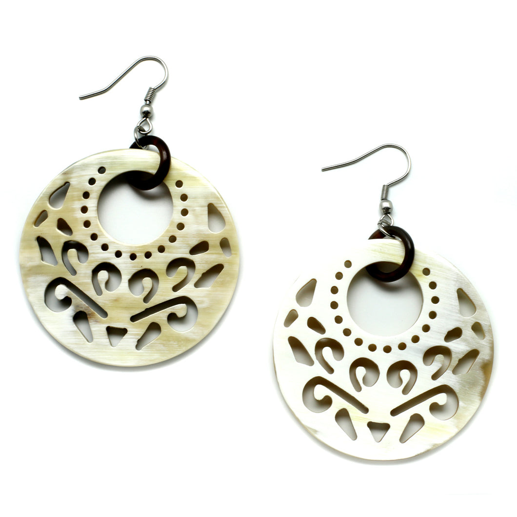 Lightweight Polished Horn Round Baroque Earrings | Pantallas de Cuerno