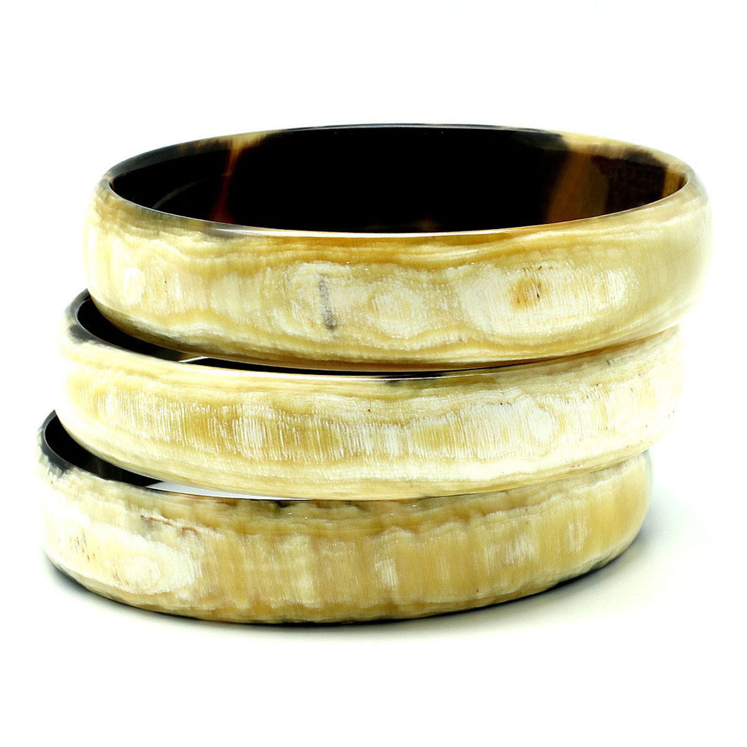 Lightweight Light Color Medium Width Polished Horn Bangle | Pulsera de Cuerno