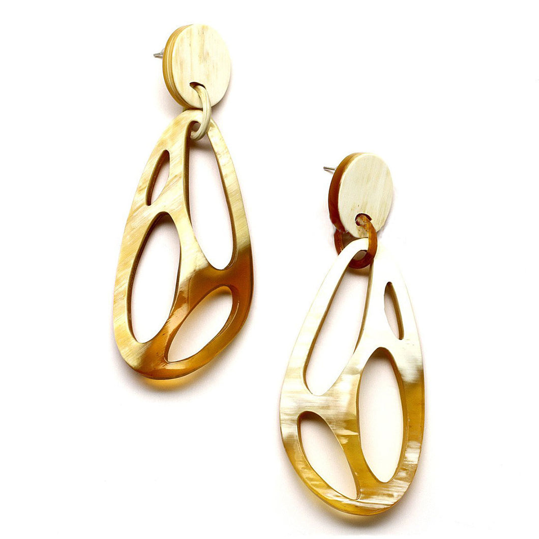Light and Caramel Polished Horn Organic Shape with Cutout Earrings | Pantallas de Formas Organicas de Cuerno Tallado