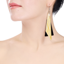 Lightweight Horn Triangles B/W Fish Hook Earrings | Pantalla de Cuerno