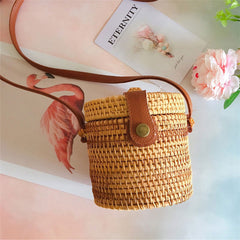 Rattan Cylinder Cross-Body Purse | Cartera Cilindro de Rattan
