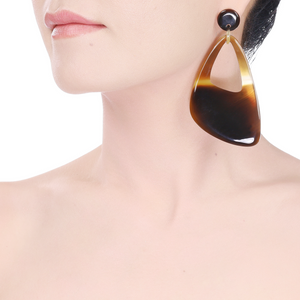 Lightweight Caramel Horn Large Oval Post Earrings | Pantalla de Cuerno