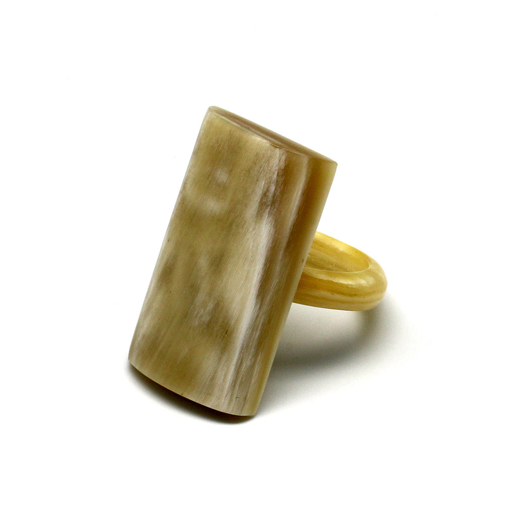Simple Rectangle Horn Ring | Sortija de Cuerno