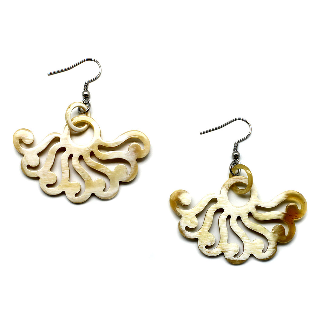 Lightweight Horn Wind Cutout Earrings | Pantallas de Cuerno Viento