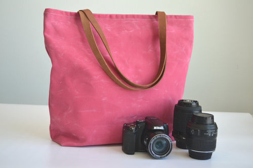 Bella Mia - Waxed Canvas camera bag in Pink