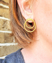 Load image into Gallery viewer, Linked Circle Earrings