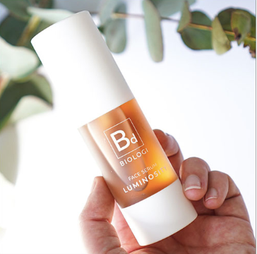 Hand holding Biologi Serum Bd Luminosity Serum 30ml White Bottle.