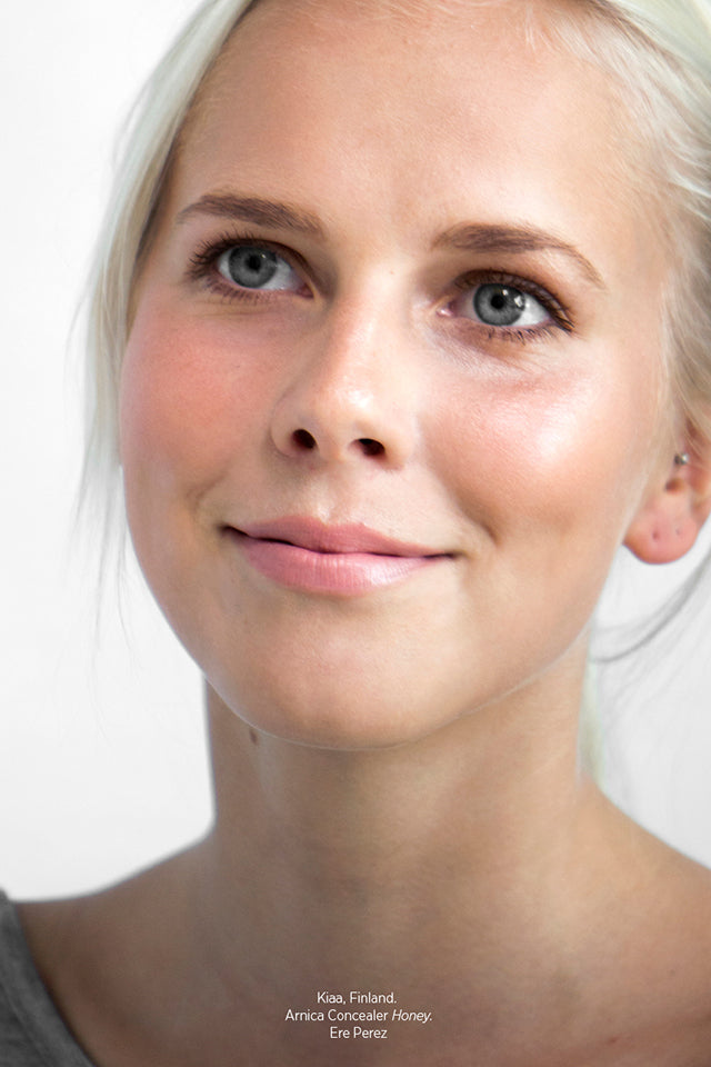 Kiaa from Finland wearing Ere Perez Arnica Concealer in Honey.