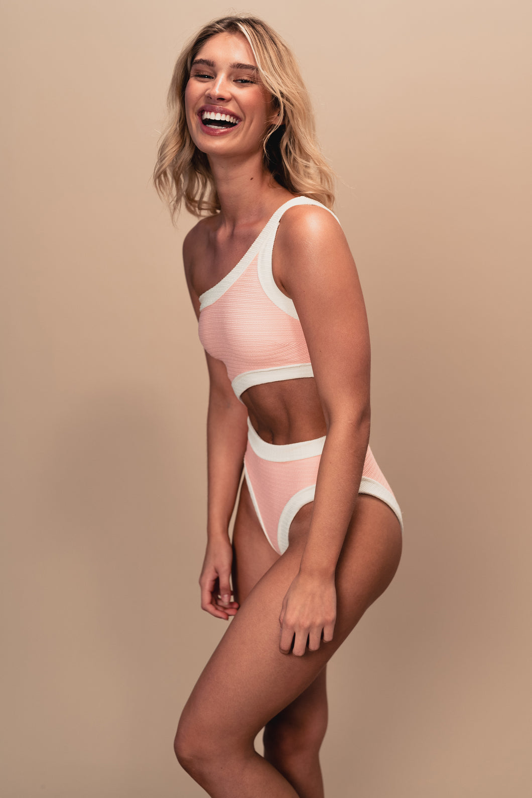 HUXLEY ONE PIECE