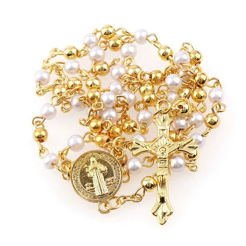 High quality gold plated steel rosary. Carved christian cross 3.1 x 1.7 cm, protective medal of saint-benoît and golden and pearly pearls make this catholic rosary an ideal prayer companion or accessory to wear around the neck in order to benefit from the protection of christ at every moment of your day.