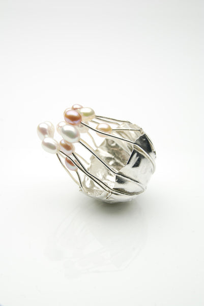Fingur Ring by Orr handmade of silver and pearls