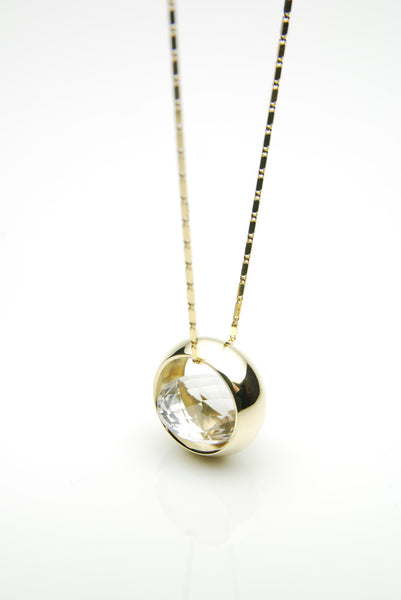 Laus pendant in 14 carat gold set with natural round cut quartz