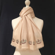 Load image into Gallery viewer, merino wool scarf mini crowns cream