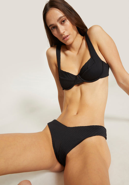 Casanova Underwire Top Black - Tuchuzy